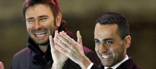 Di Maio e Di Battista annunciano una legge per tagliare gli stipendi dei parlamentari