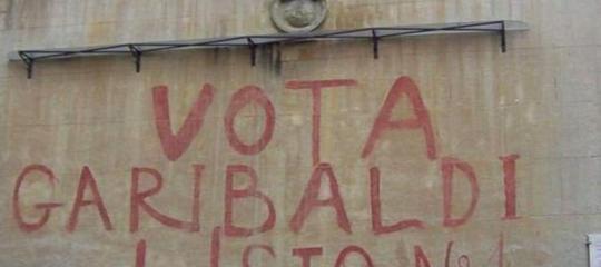 Il Comune di Roma ha cancellato la storica scritta 'Vota Garibaldi'