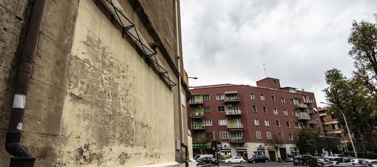 Un addetto alle pulizie del comune di Roma ha cancellato la storica scritta 'Vota Garibaldi'