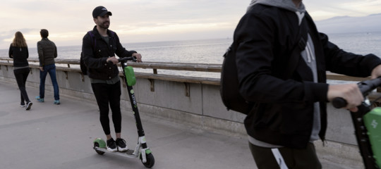 Semaforo verde per monopattini e hoverboard ecco come potranno circolare