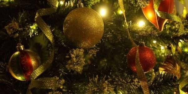 La più tradizionale delle decorazioni natalizie e le sue varianti